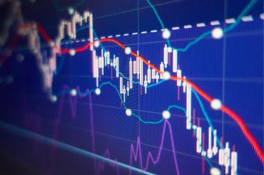 Chart von der Börse mit einem sinkenden Kursverlauf als Symbol für das Fach BWL und VWL