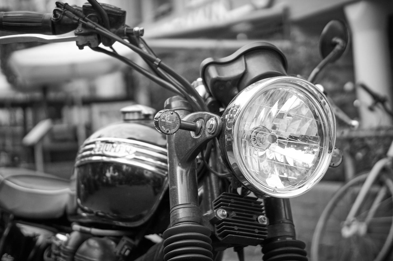 Triumph - am Straßenrand - ankofoto